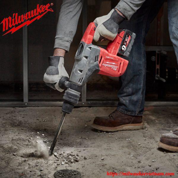 Khoan phá bê tông dễ dàng với sự giúp đỡ của máy khoan búa Milwauke M18 CHM-902C