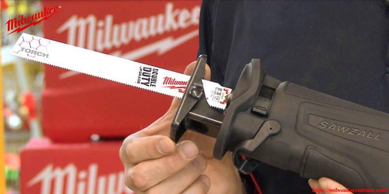 Máy cưa kiếm Milwaukee M18 CSX cho phép thay đổi phụ kiện nhanh chóng và dễ dàng