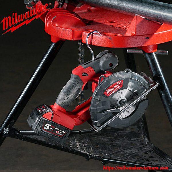 Máy cắt kim loại Milwaukee M18 FMCS mạnh mẽ trong mọi yêu cầu làm việc