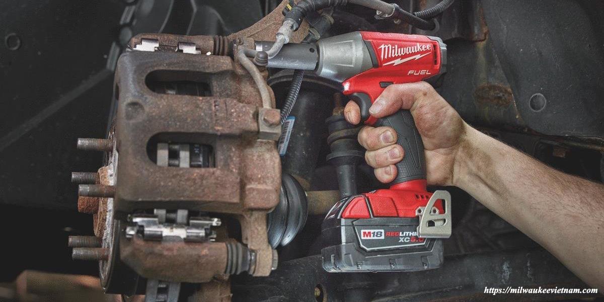 Máy siết bu lông Milwaukee M18 FIWF38 hỗ trợ mạnh mẽ trong công việc