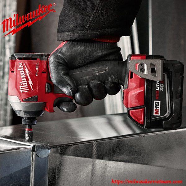 Hiệu suất làm việc cao cùng máy vặn ốc vít Milwaukee M18 FID2