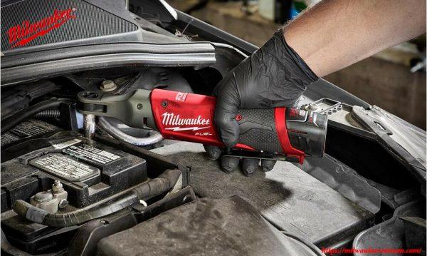 Milwaukee M12 FIR14 cho tính ứng dụng mạnh mẽ trong các xưởng sản xuất ô tô