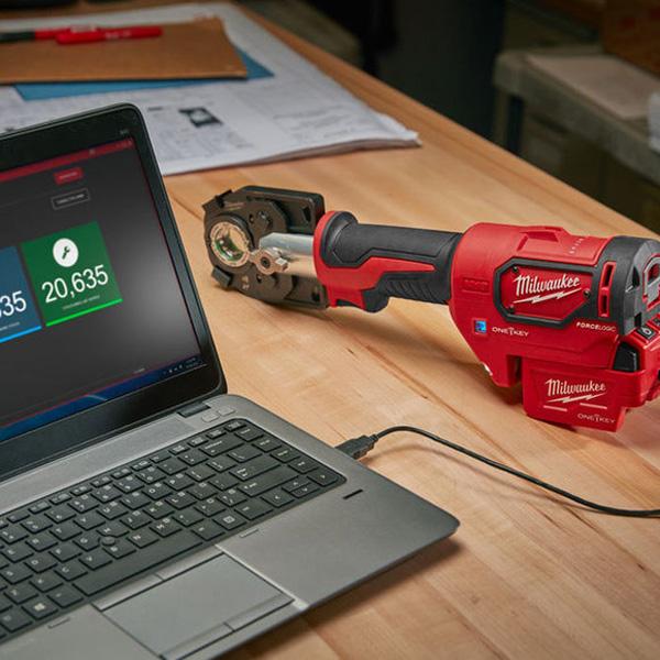 Máy bấm cốt dùng pin Milwaukee M18 HCCT hỗ trợ lưu và xuất dữ liệu hiệu quả