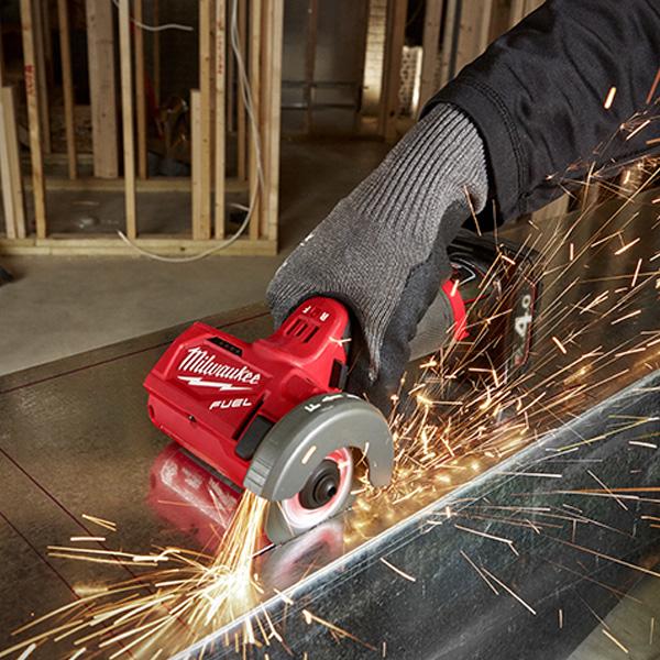 Máy cắt cầm tay Milwaukee M12 FCOT đáp ứng đa dạng các yêu cầu làm việc