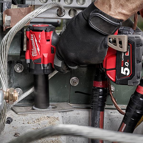 Máy siết bu lông Milwaukee M18 FIW212 đáp ứng những yêu cầu khó khăn nhất